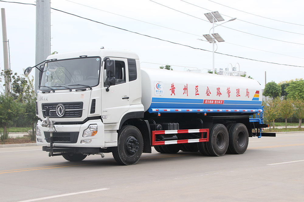 东风天龙洒水车(18方)